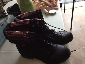 Mossimo supply co boots size 9