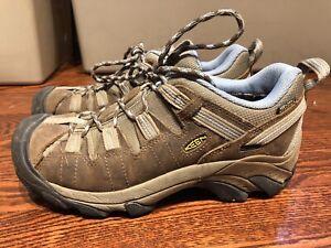Keen woman's hiking shoes
