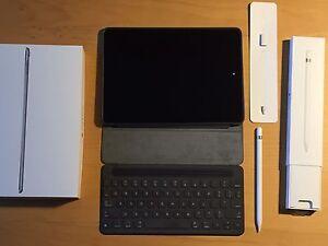 "Sold--9.7"" iPad Pro 128Gb wifi w/ Smart Keyboard & Pencil (750$)"