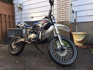 Pit bike/dirt bike