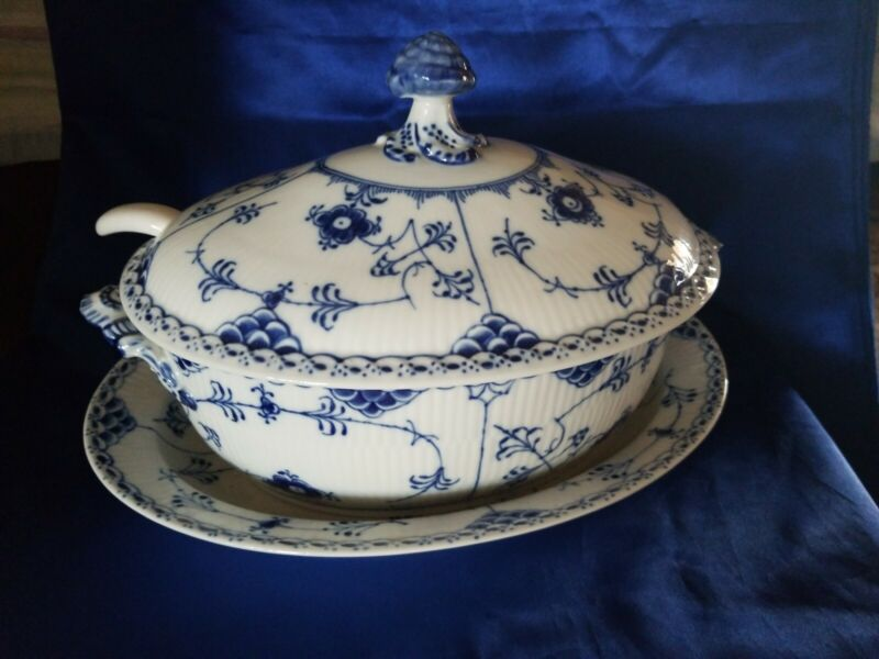 EXTREMELY RARE VINTAGE ROYAL COPENHAGEN BLUE  #595 TUREEN & LID w/ LADEL & PLATE