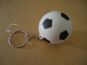 Porte clefs ballon de foot blanc et noir ebay - Ballon foot noir et blanc ...