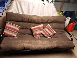 Futon couch folds into bed Morphett Vale Morphett Vale Area Preview