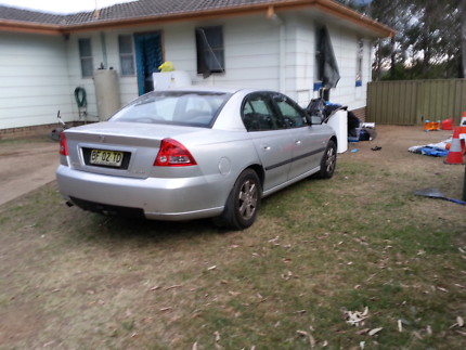 $700ono 2003 VY COMMODORE NEEDS A PINK SLIP AND NEW LEADS AND PLU