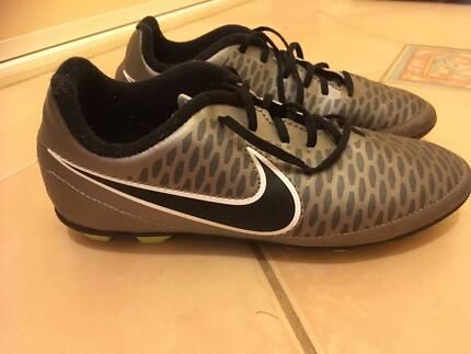 Boys Soccer/Football Boots