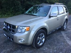 GORGEOUS 2011 Ford Escape - Limited, AWD  V-6