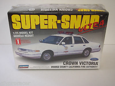 Lindberg SuperSnap Ultra Crown Victoria Plastic Model Car Kit 1/25 #72715 FIRE