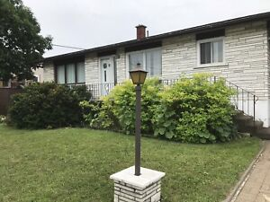 Detached Bungalow double garage La Praire