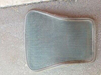 Herman Miller Aeron Chair Green Back Rest Mesh Frame Model Size B Has Blemishes