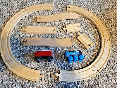 LOT: Thomas the Tank Engine & Baggage Car Wooden Railway Trains Train Set Tracks