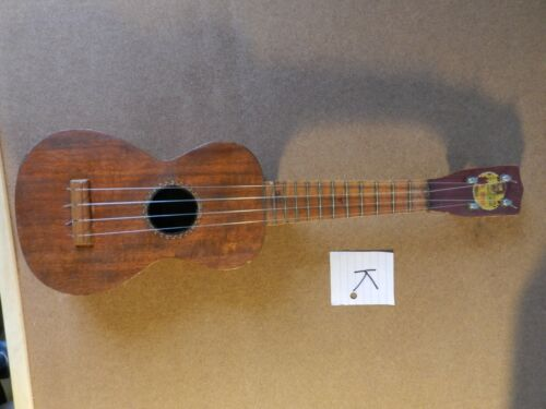 "vintage Wendell Hall "" RED HEAD "" ukulele good condition for its age K"