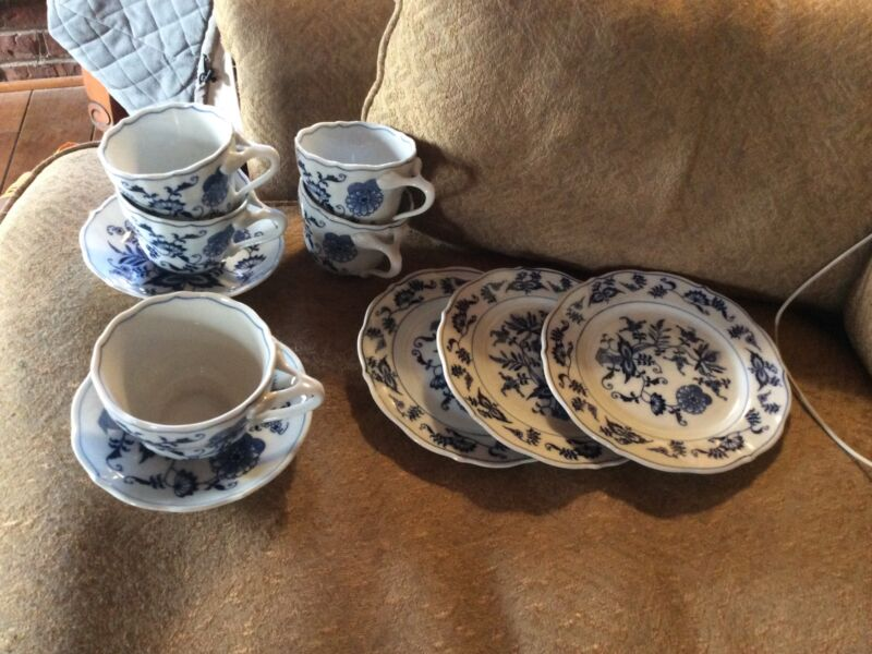 Beautiful BLUE DANUBE China 10 Pieces cups saucers dessert plates