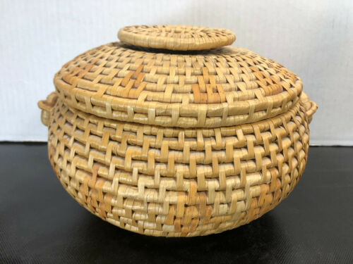"""VINTAGE - Chinese Sewing Basket with Lid - Hand Woven Basket - Natural 10.5""""x6"""""""