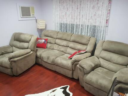 Recliners all 4 very comfortable and in very good condition.
