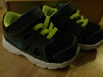 Nike Kids Fleece (Kids/infant nike trainers & fleece slippers size 4.5 (40)(42))