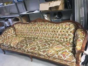 GORGEOUS VINTAGE VELVET COUCH