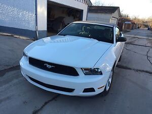 2010 Ford Mustang convertible v6 only 14900