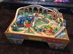 Thomas the Train play set and table (like new)