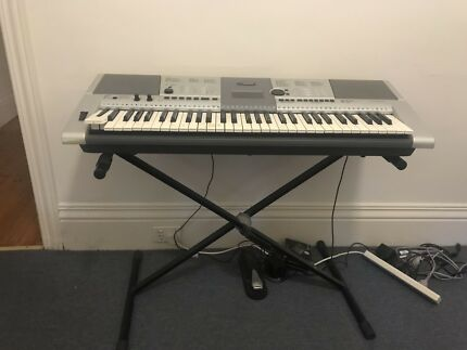 Yamaha psr E403 portable keyboard with stand