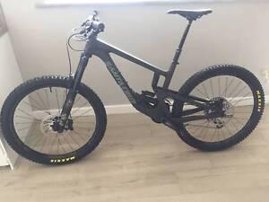 Santa Cruz Nomad X01 2019! Mountain bike