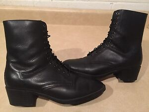 Women's Bata Leather Boots Size 8
