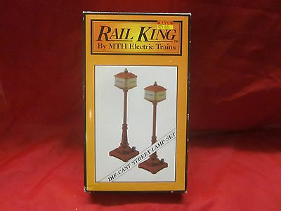 M.T.H. METAL LAMP POST SET NEW ORANGE MT-1029 ( LOOK ) WORKS W/LIONEL