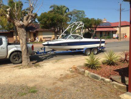 Calabria wake/ski boat