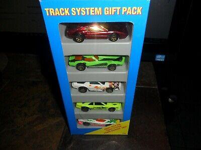Hot Wheels 5 Car Gift Pack Track System & 308 Ferrari w/ gold 7 spoke