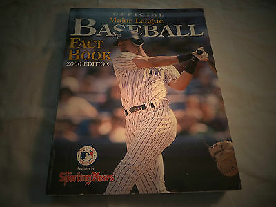 2000 EDITION OFFICIAL MAJOR LEAGUE BASEBALL FACT BOOK BY THE SPORTING NEWS