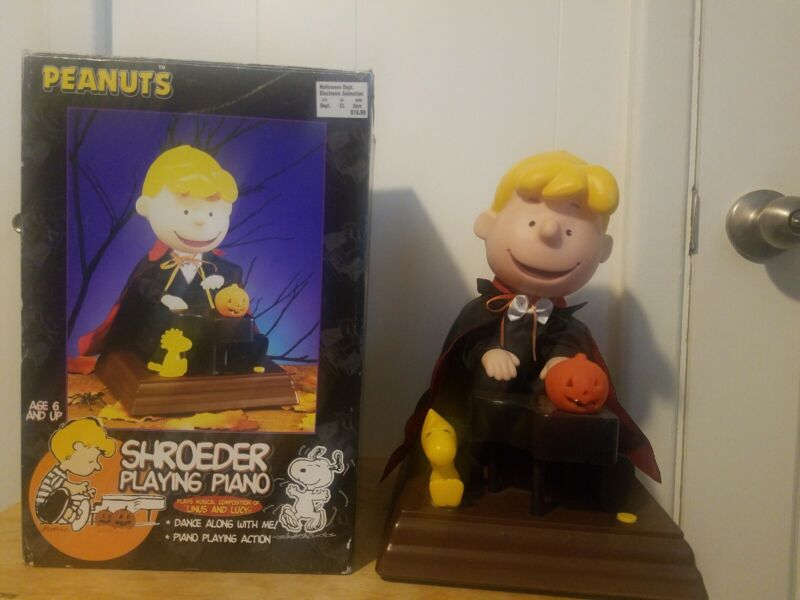 Vintage Peanuts Halloween (1998) - Shroeder Playing Piano - Great Condition
