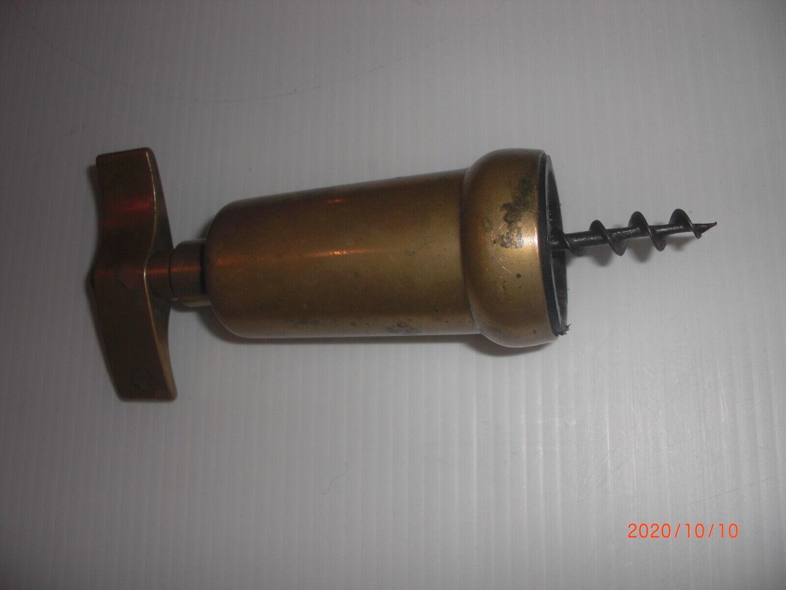 Ancien tire-bouchon en bronze ou laiton