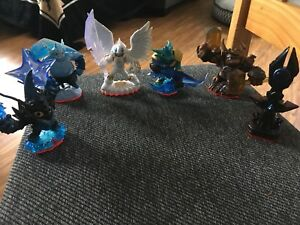 Skylanders Gear - Figurines, skylander carrying case & portal