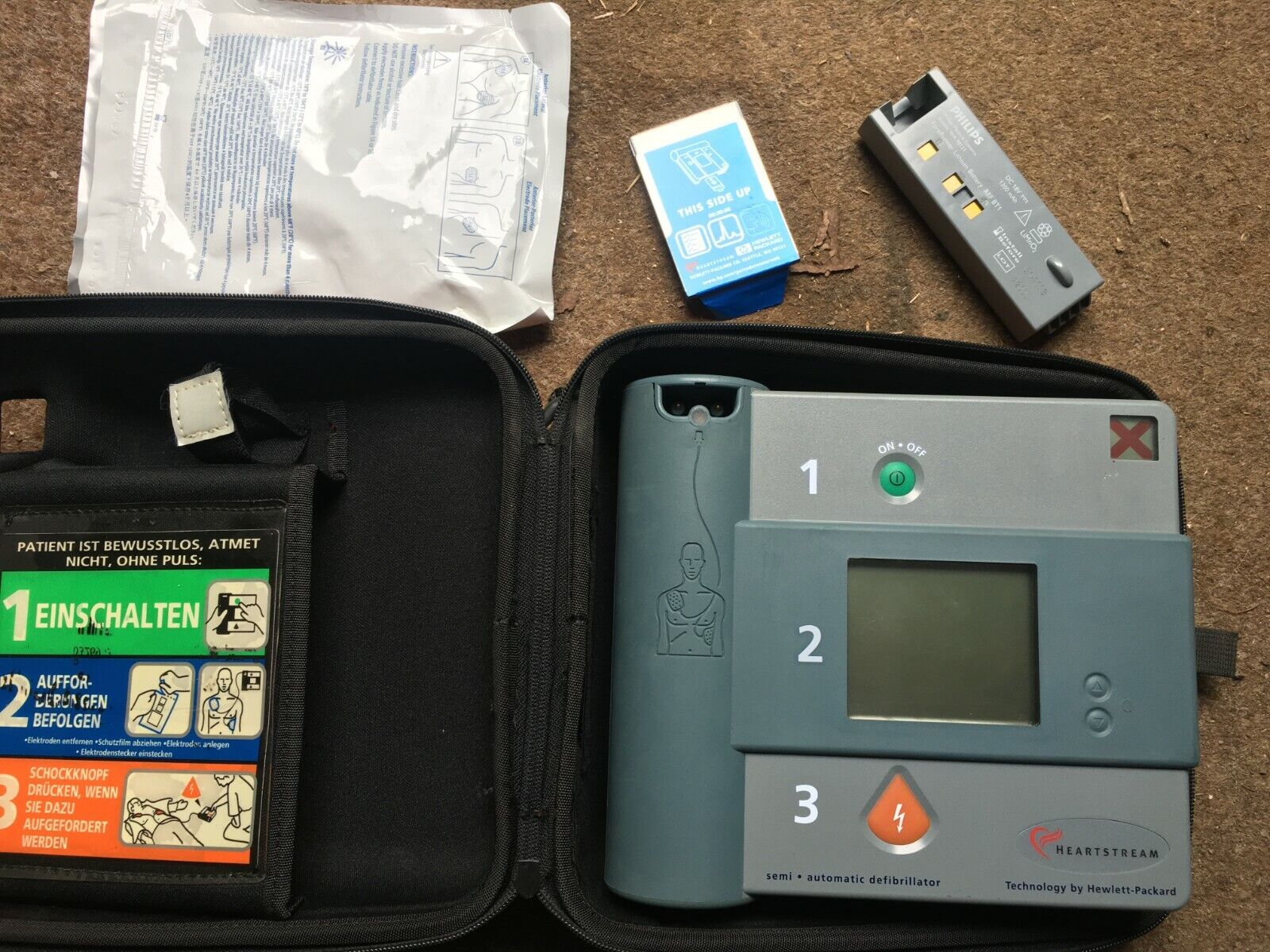 Philips Heartstart FR2 + Aed Defibrillator mit Tasche und pads, Akku leer