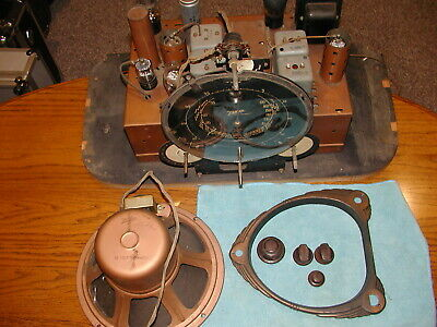 1939 Zenith 7-S-258 chassis - speaker and Wood Knobs  WOW