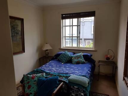 Room to rent  in Northbridge street parking include