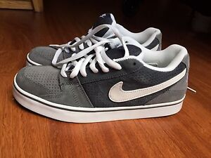 Nike Shoes, size: 8, (Brand New)