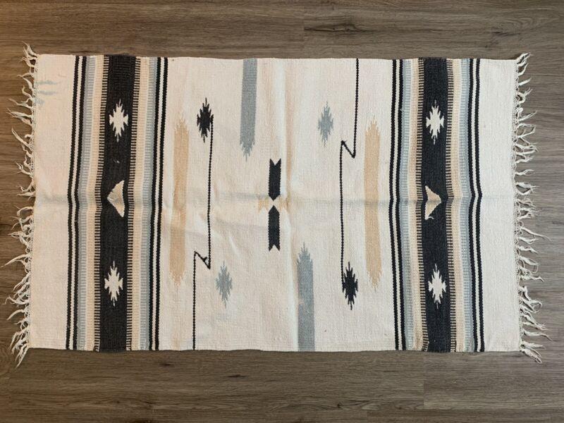"Vintage Unique Native American Navajo Textile White Wool Rug 43""x26"""