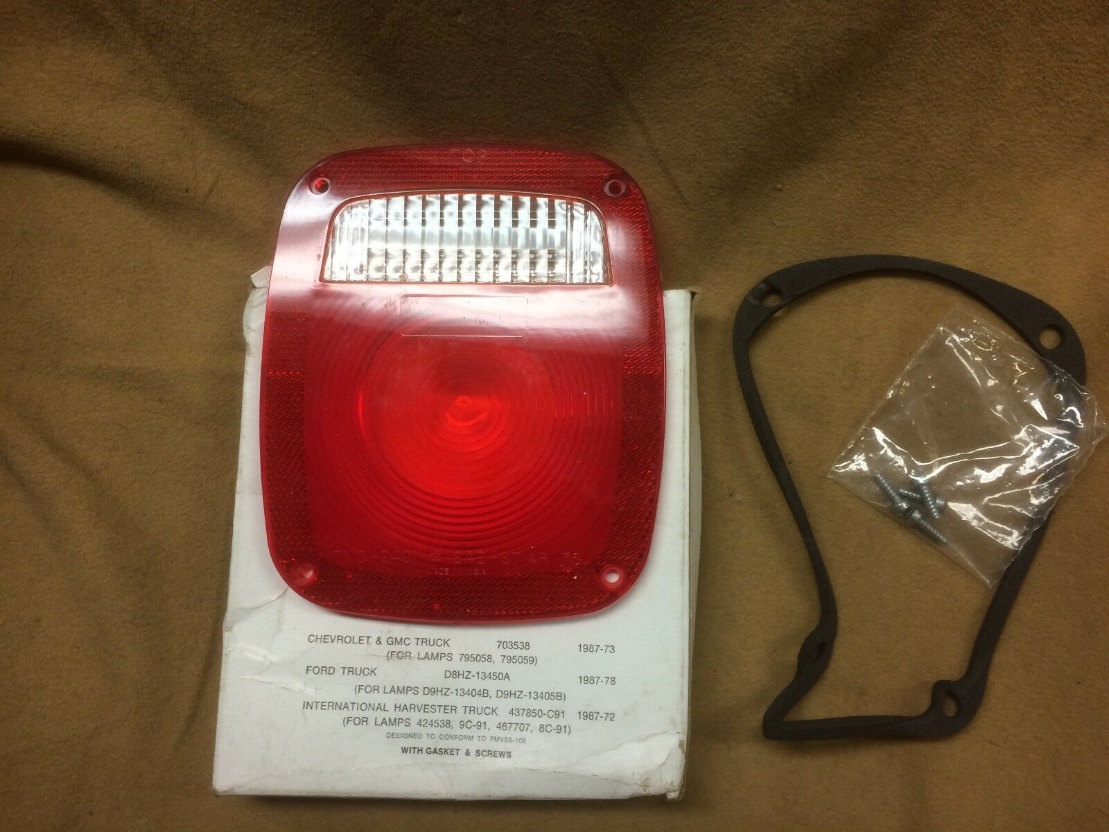 70 71 72 Chevelle Full Size License Plate Lamp Assembly GM# 911556