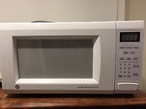 GE Microwave 1100 with turntable