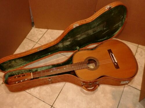 MANUEL CHAVEZ CLASSICAL GUITAR FROM PARAGUAY WITH LEATHER CASE EXCELLENT SOUND