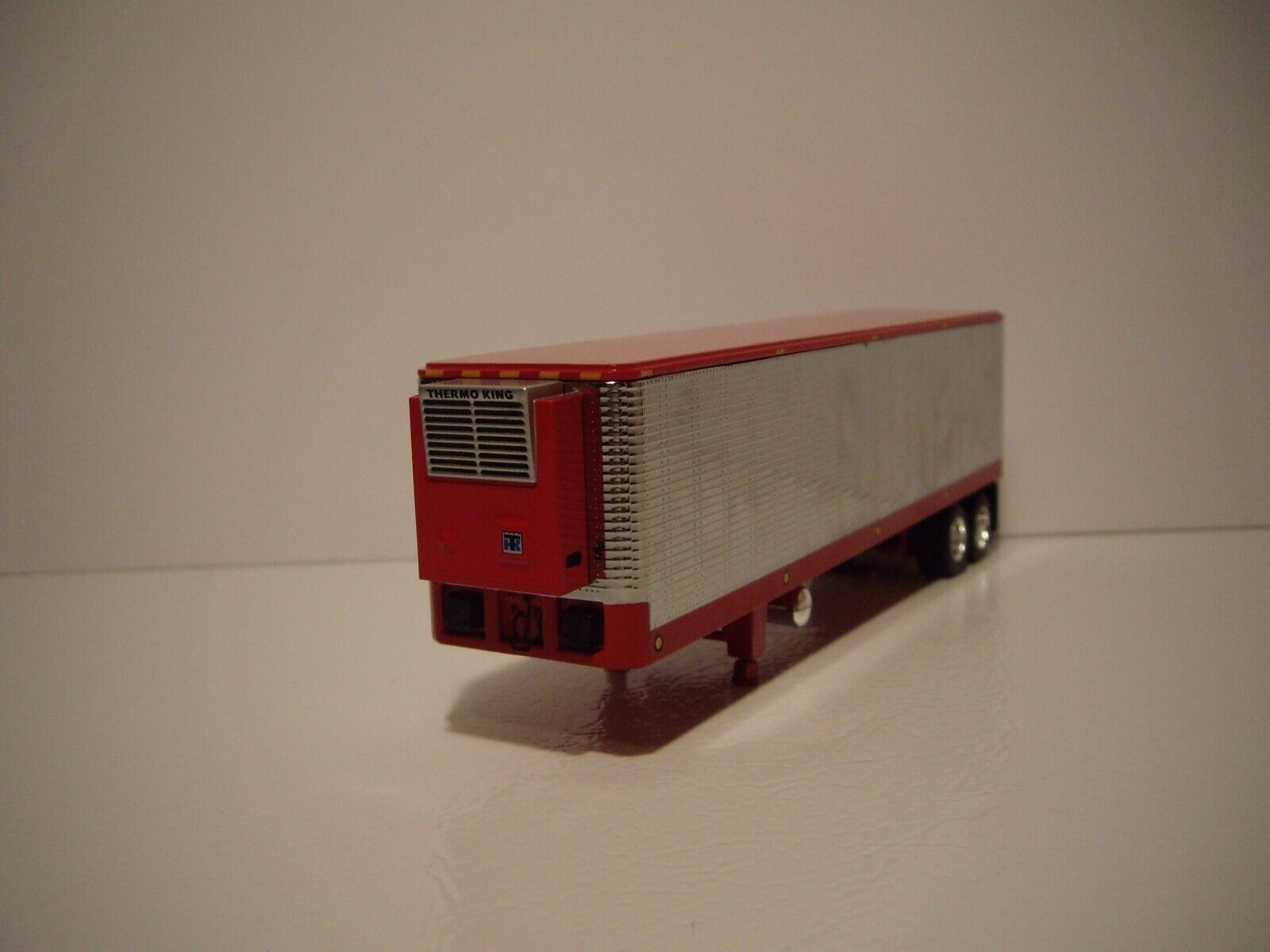 DCP FIRST GEAR 1/64 CHROME AND RED 40' VINTAGE TANDEM AXLE REEFER VAN TRAILER