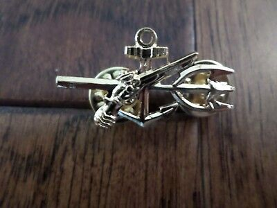 U.S MILITARY NAVY GOLD OFFICERS UDT HAT LAPEL PIN MINIATURE