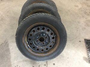 4 pneus d'hiver, roues et enjoliveurs