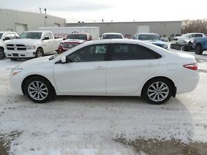 2017 Toyota Camry Hybrid XLE Local One Owner,Leather,Navi,Hea...