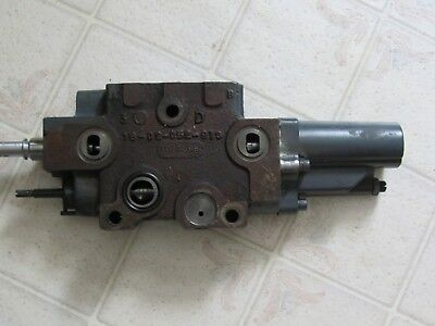 Used New Holland Tractor Hydraulic Check Valve  86018022  16-02-052-913