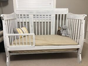 Convertible crib and change table