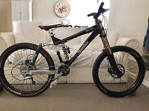 Banshee Scream Mountain Bike +