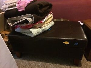 Coffee table bench thing 40$ obo
