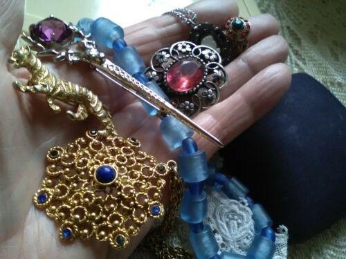 Seven pieces of vintage costume jewellery.