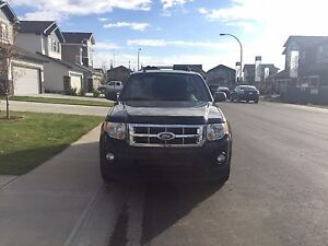2011 FORD ESCAPE XLT -PRICED TO SELL